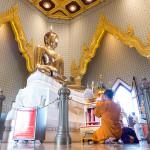 Wat_Traimit_Golden_Buddha_Bangkok-18-L