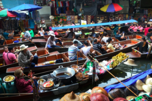 Thailand Must do Things.Floating Market 1